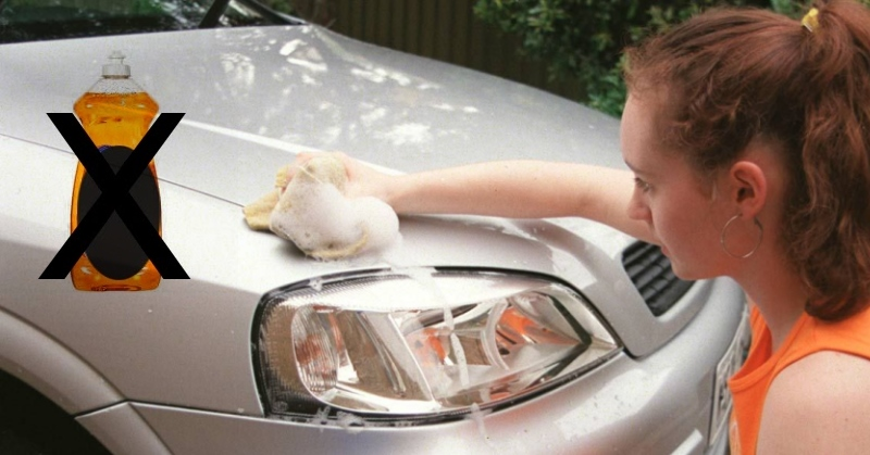 Tönkreteheti autónkat, ha háztartási vegyszerekkel mossuk?