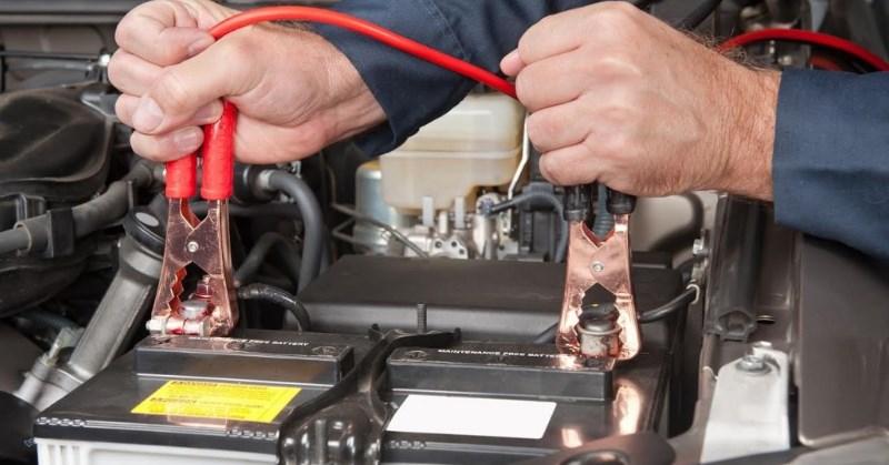Hogyan töltsük az autóakkumulátort biztonságosan?
