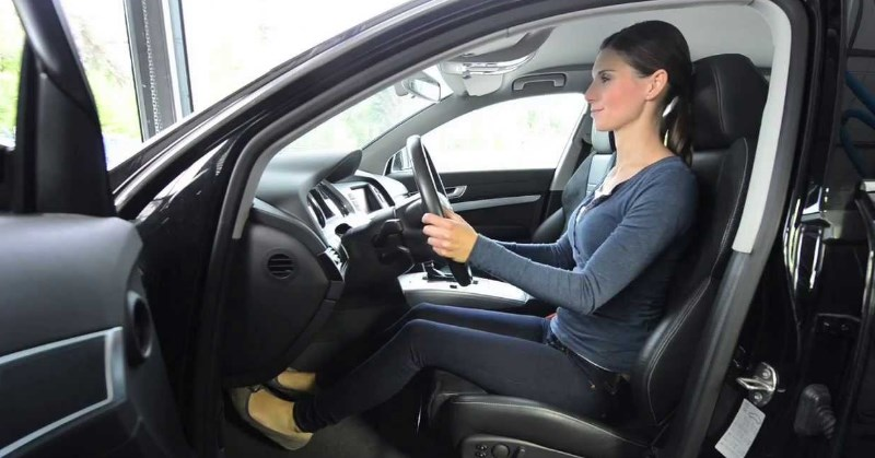 Miért fontos a megfelelő testtartás vezetés közben?