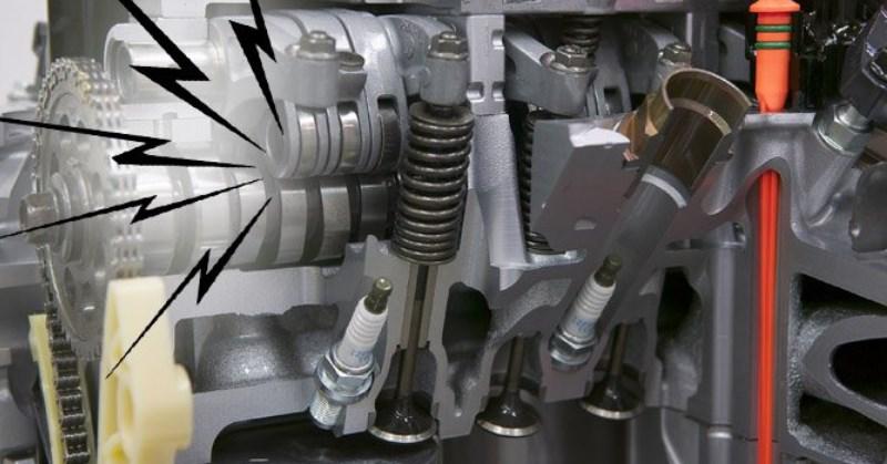 Csörgő, zörgő hang a motor felől