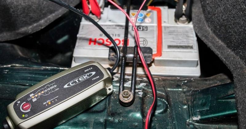 Hogyan teszteljük az autó akkumulátort télen?