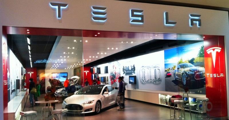 A Tesla provokálja a nagy német autógyárakat