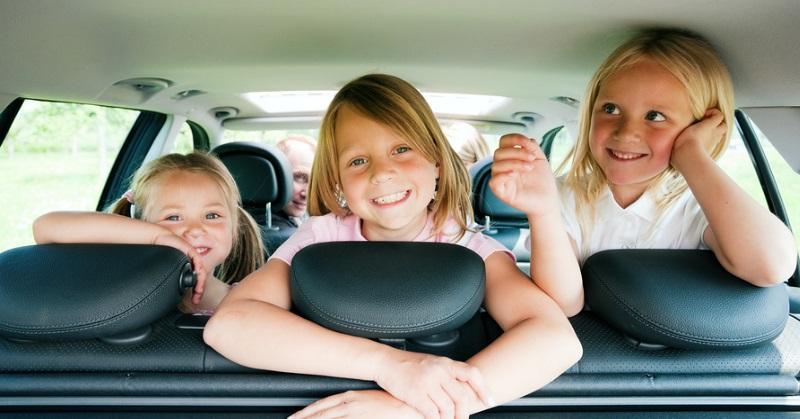 Mire készüljünk, ha hosszú autóútra megyünk a gyerekekkel?