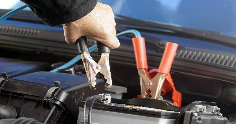 Mit kell tudnunk az autók akkumulátorának újraindításáról?