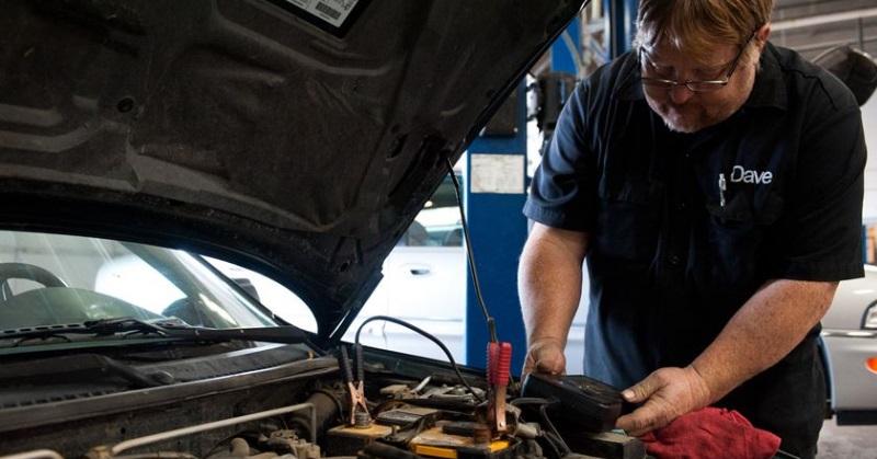 Hogyan kell megfelelően akkumulátort cserélni?
