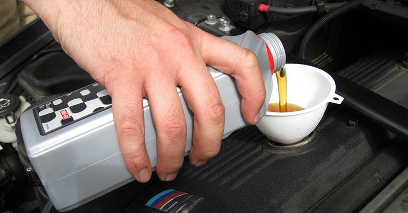 Hogyan válasszuk ki a megfelelő motorolajt az autónkhoz?