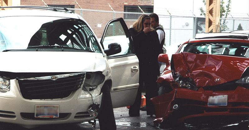 Mit tegyen autóbaleset esetén?