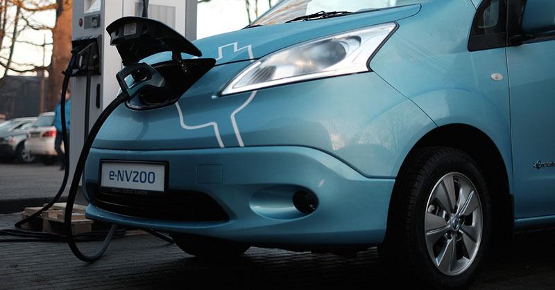 Dübörög az elektromos és hibrid autók piaca