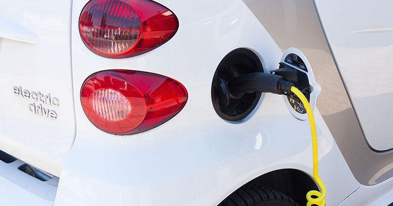 Egyre többen váltanának elektromos autóra