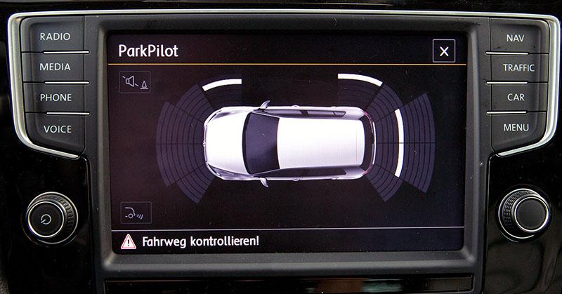 Parkoló radar és tolatókamera – utólag beszerelve