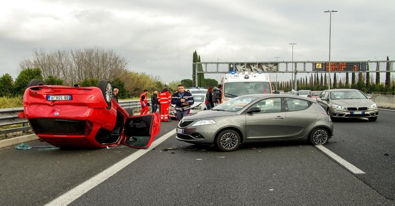 Felére csökkentené az Unió a balesetek számát