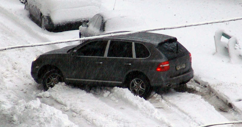 Biztonságos autóvezetés hóesésben