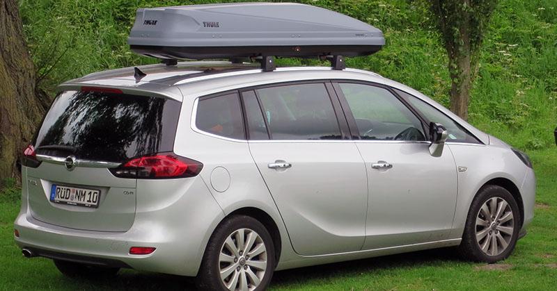 Hogy helyezzük fel a tetőcsomagtartót az autóra?