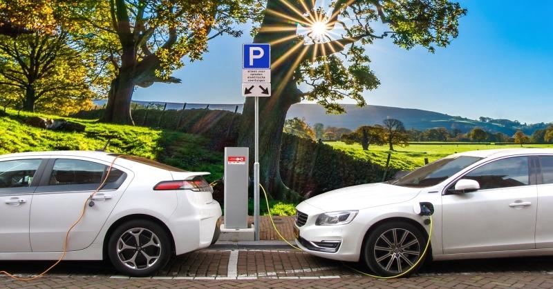 Már minden huszadik új autó alternatív hajtású