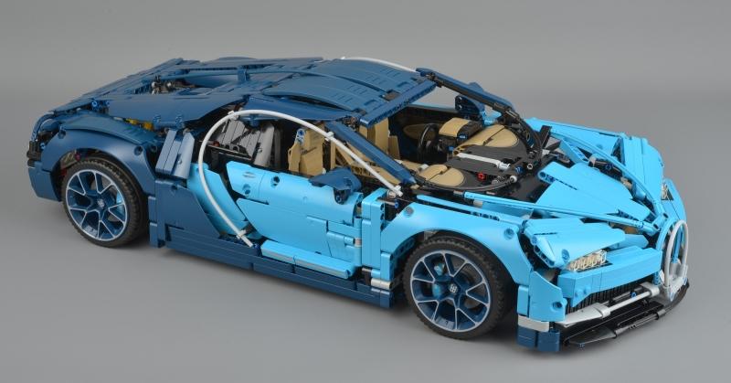Méretarányos Bugatti Chiron, Legóból