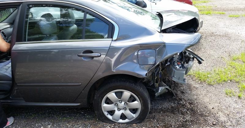 Összetört hátú kocsi