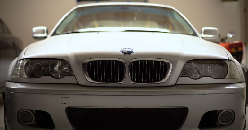 BMW a garázsban