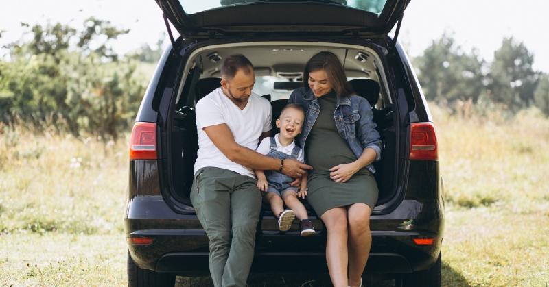 Nem marad otthon sem a gyerek, sem a csomag - mit kell tudnia egy jó családi autónak?