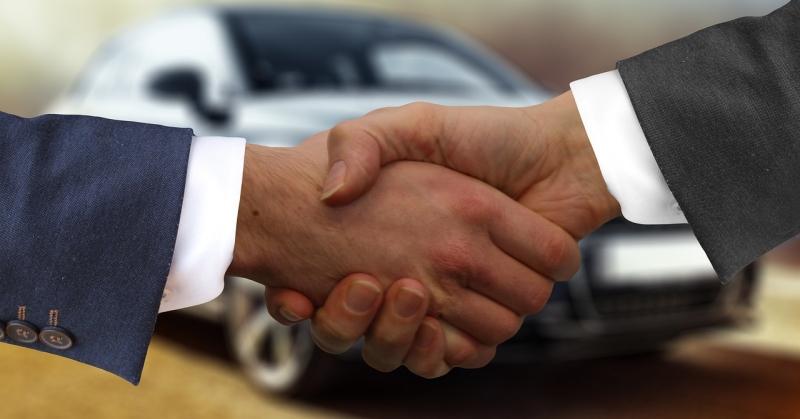 Kézfogás üzletkötéskor