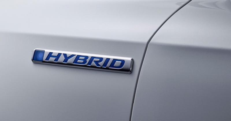 Hybrid felirat egy Hondán