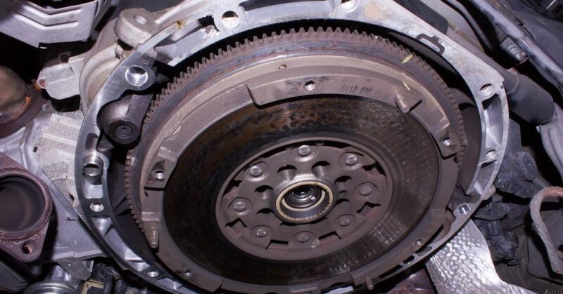 Kuplungszerkezet a kocsiban