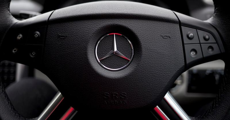 Mercedes-Benz kormánya