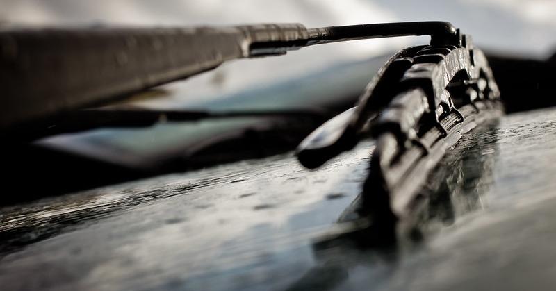 Ablaktörlő az esős szélvédőn