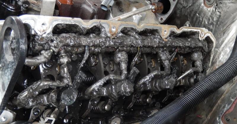 Mi baja lehet a kocsinak az eliszaposodott olajtól?