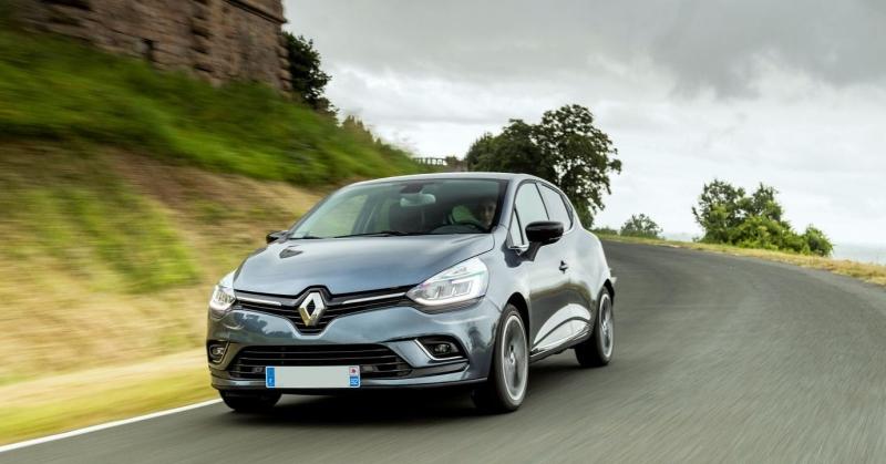 Renault Clio az úton