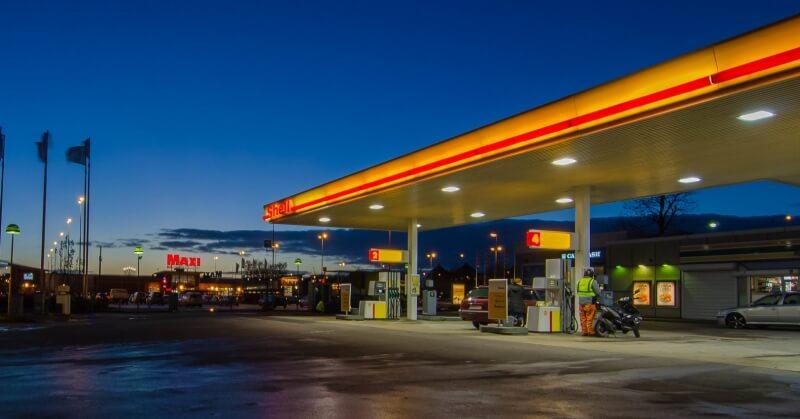 Shell benzinkút éjszaka