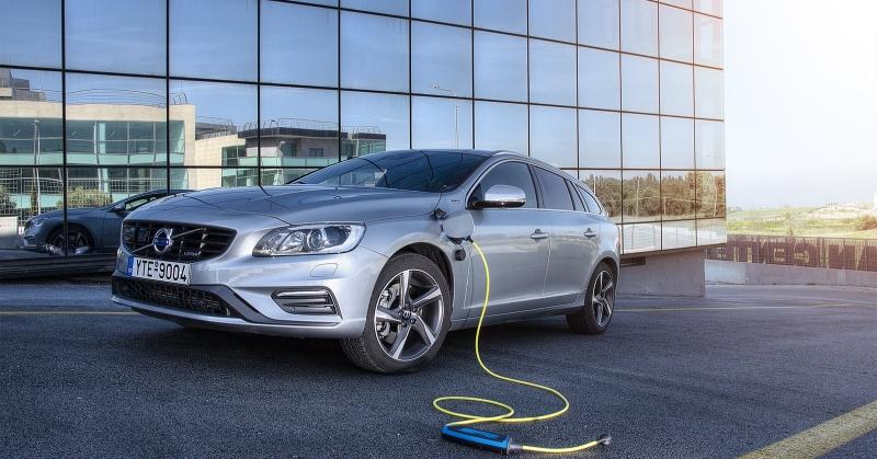 Volvo plug-in hibrid autó